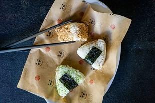 Image de 3 onigiri au thon