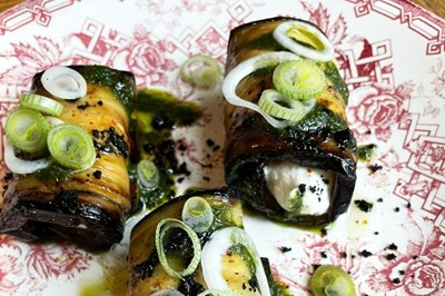 Image de Cannellonis d'aubergine, chèvre frais, basilic et olives noires